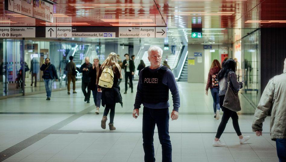 """Unklare Lage: Miroslav Nemec in einer alten """"Tatort""""-Folge aus München"""