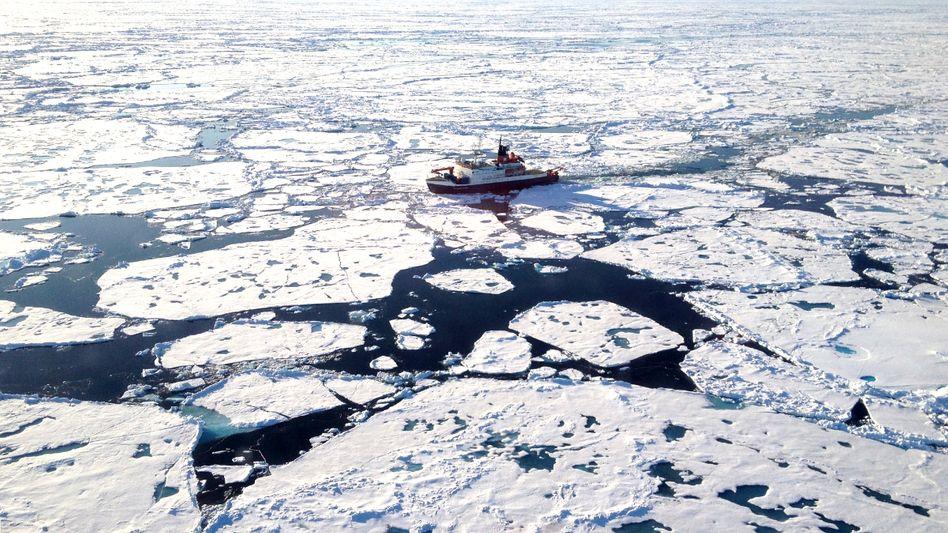 """Eisbrecher """"Polarstern"""" auf einer Forschungsfahrt"""