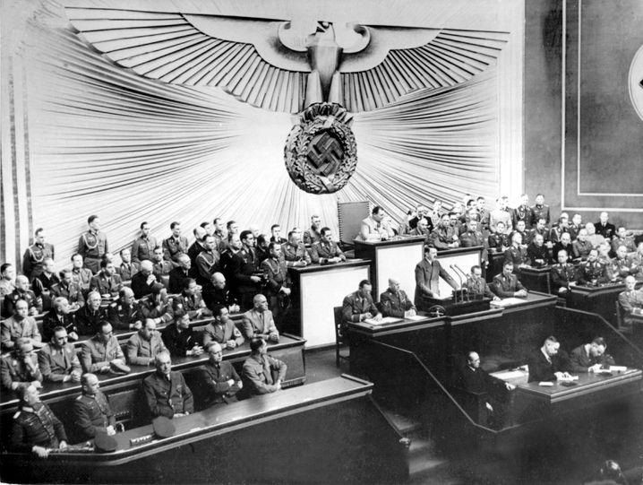 Hitler bei seiner Rede vor dem Reichstag am 1. September 1939: Auch der Platz der früheren Krolloper ist für das Projekt im Gespräch