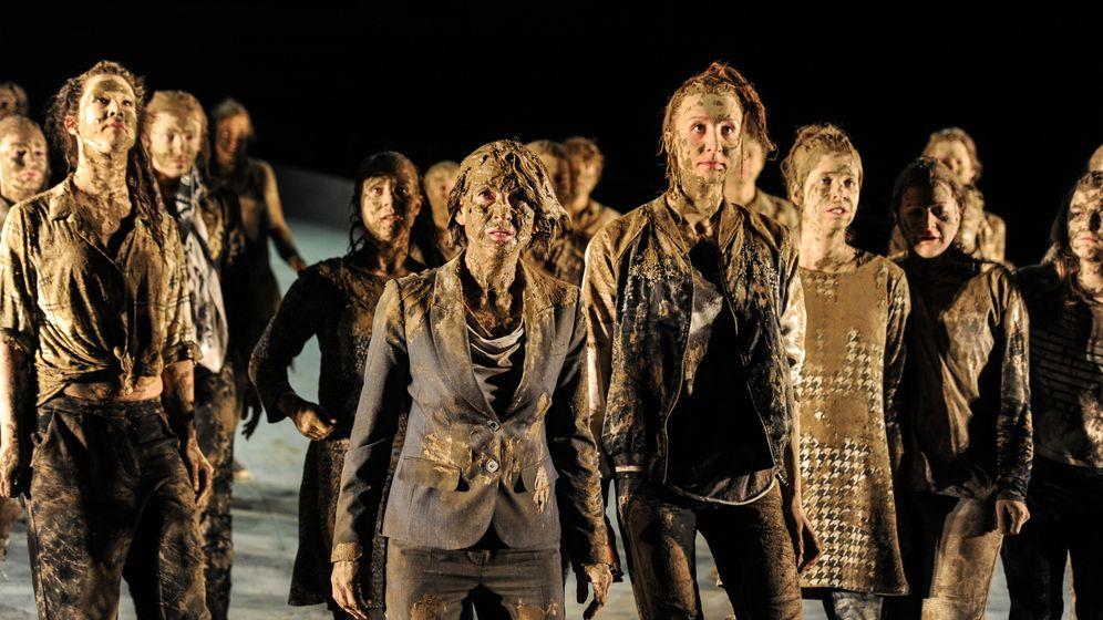 """Theater: """"Die Schutzflehenden"""" in Mannheim"""