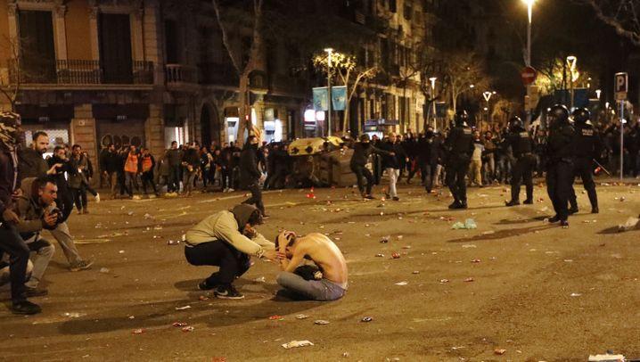 Fotostrecke: Demos für Puigdemont eskalieren