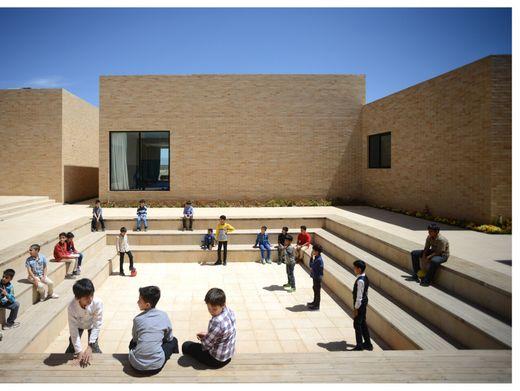 Bestes öffentliches Gebäude: die Noor E Mobin Primary School in Bastam, Iran