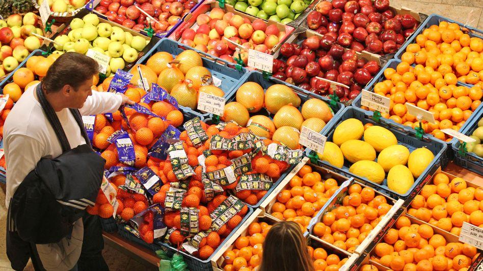 Obststand in einem Supermarkt