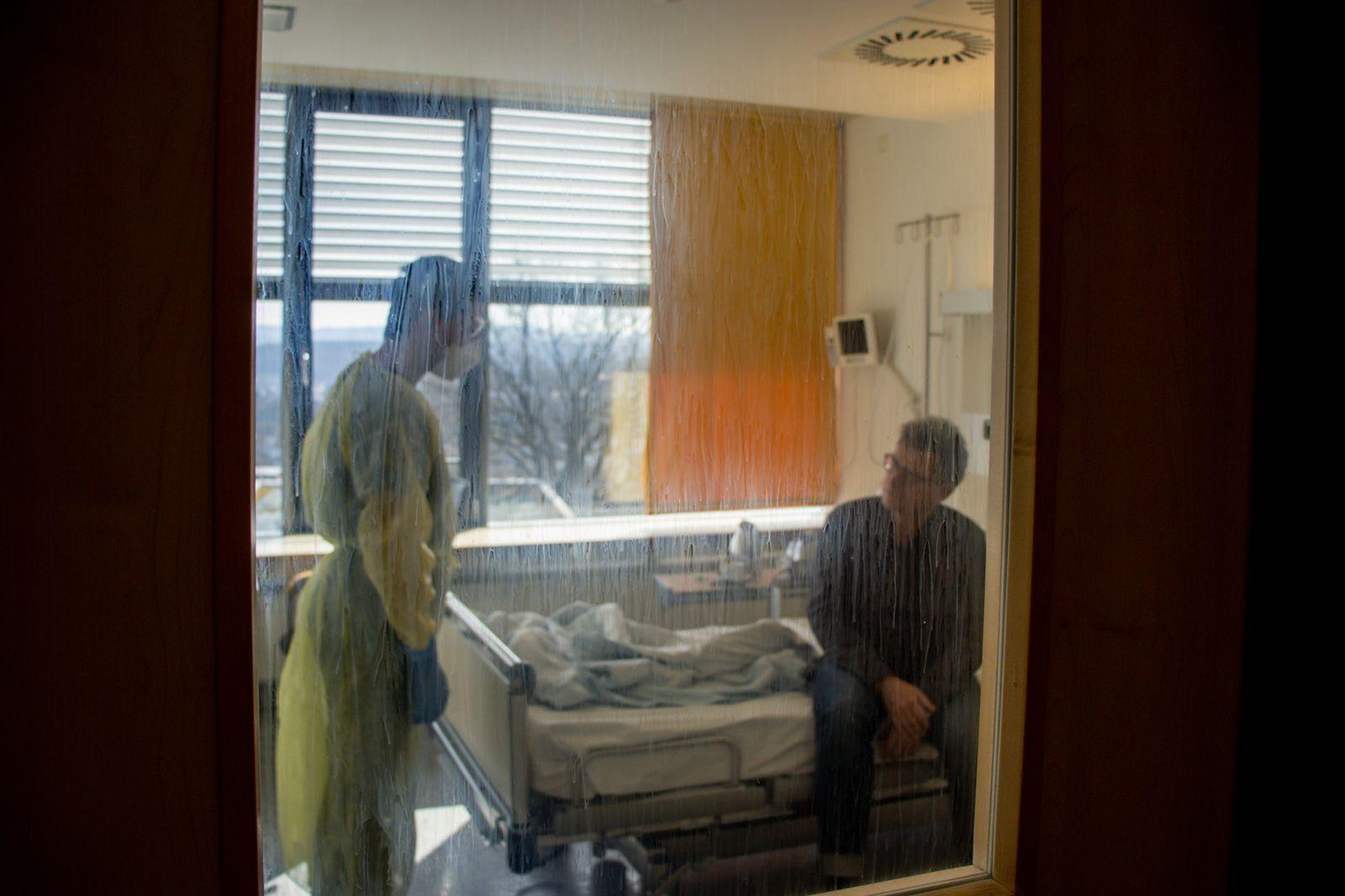 Dr. Fusco im Gespräch mit Corona-Patient
