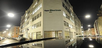 The German government has agreed on a law that would allow it to expropriate Hypo Real Estate shares.