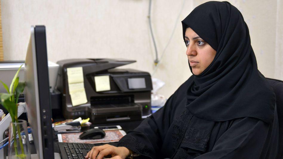 Die saudi-arabische Menschenrechtsaktivistin Nassima al-Sadah vor ihrer Verhaftung 2015