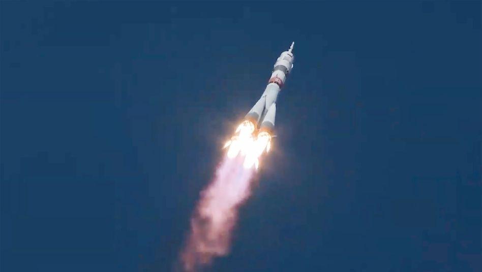 Sojus-Rakete mit den Raumfahrern Rubins, Ryschikow und Kud-Swertschkow an Bord: Vorherige Flüge zur ISS brauchten mindestens doppelt so lange