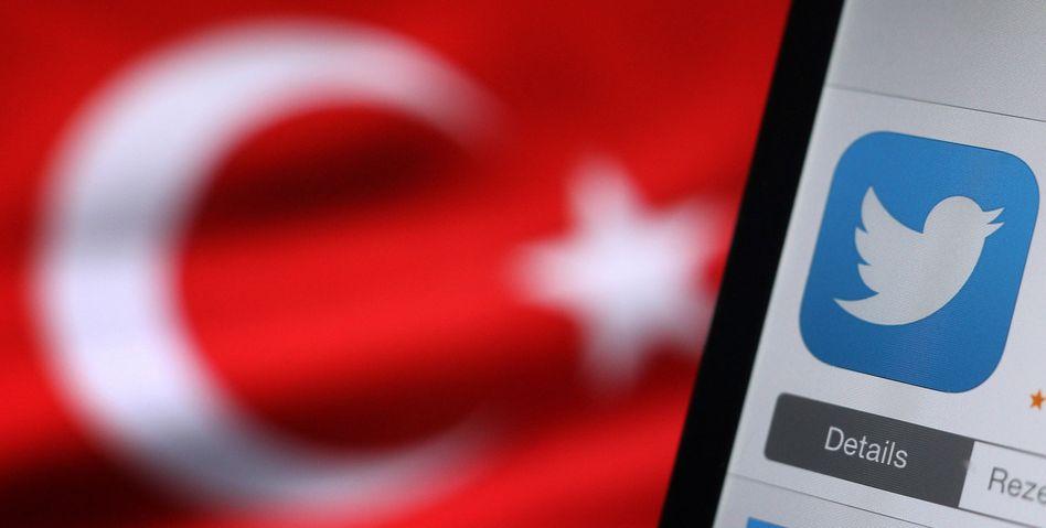 Twitter-Logo vor türkischer Flagge: Ein weiterer Versuch, die Verbreitung von Bildern durch eine Komplett-Sperre zu verhindern