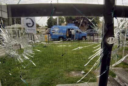 Einschusslöcher in Wohnhaus: 120 Schüsse auf Unschuldigen