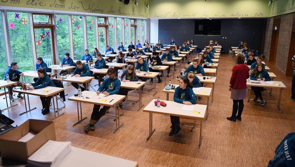 Schriftliche Abiturprüfung an einem Gymnasium in Tübingen (Archivbild)
