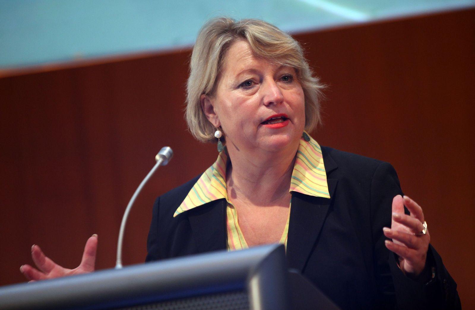 NICHT VERWENDEN Cornelia Pieper