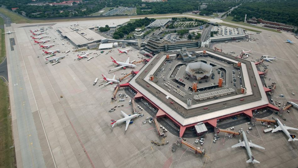 Polls show most Berliners want Berlin Tegel Airport to stay open.