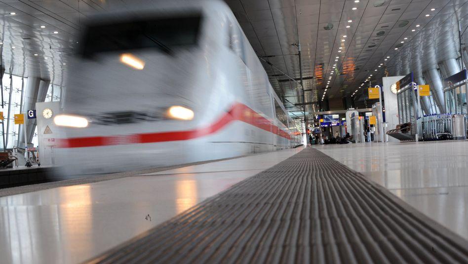 Fernbahnhof am Flughafen in Frankfurt am Main