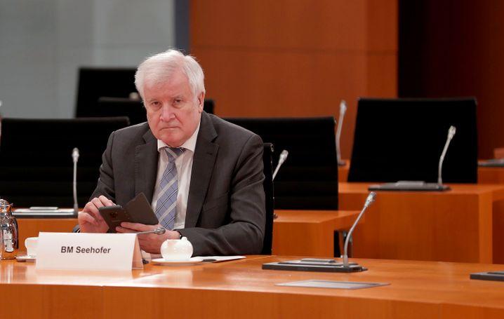 Seehofer vor der gestrigen Kabinettssitzung