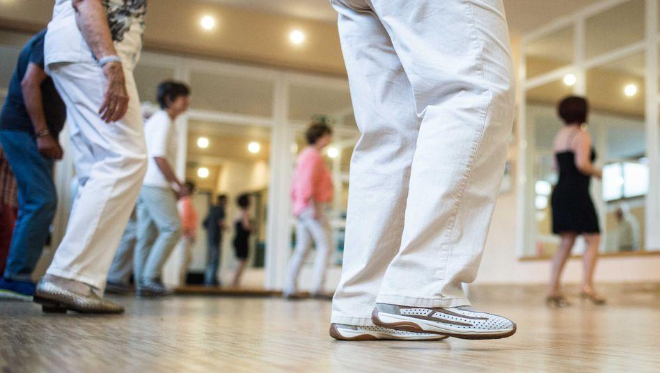 Parkinson-Patienten tanzen in Regensburg