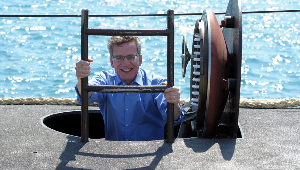 De Maizière auf Zypern: Minister im U-Boot