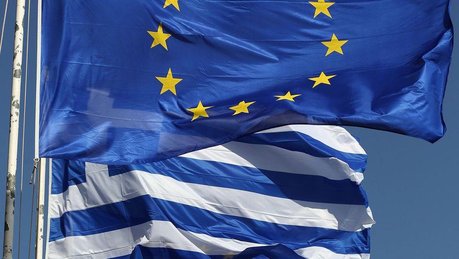 Flaggen in Athen: Euro-Länder können Griechenland bislang nicht ausschließen
