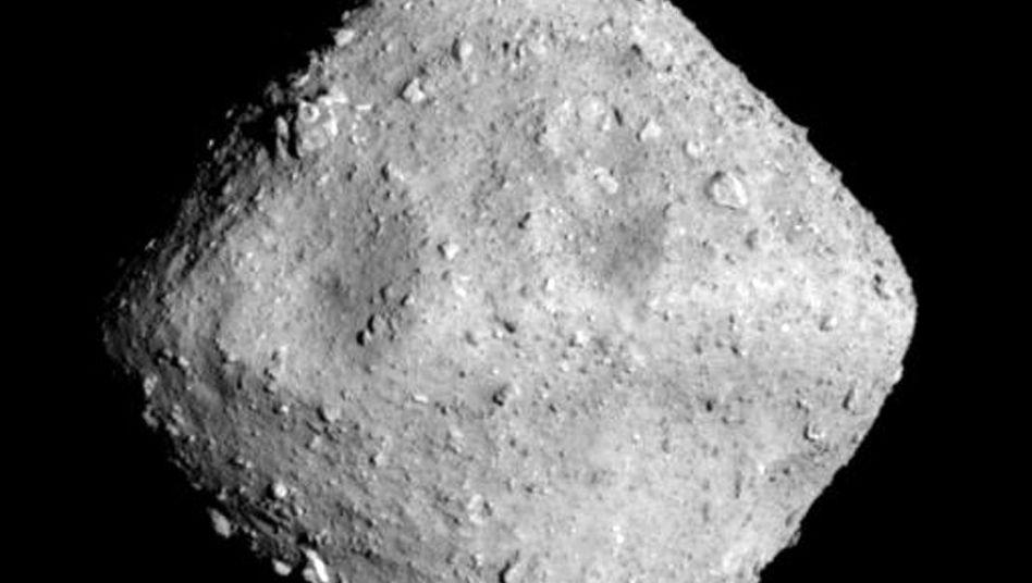 "Asteroid ""Ryugu"""