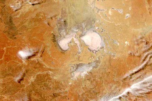 Eyre-See (Südaustralien): Salz scheint ein Gesicht zu formen