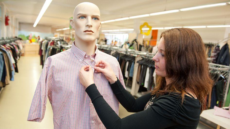 Mode-Kaufhaus: Bezahlte und die unbezahlte Arbeit fair verteilen
