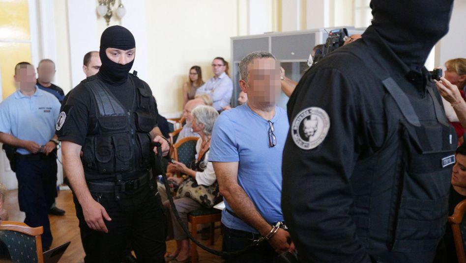 Angeklagte im Schlepperprozess im Gericht in Kecskemet (Ungarn) vorgeführt