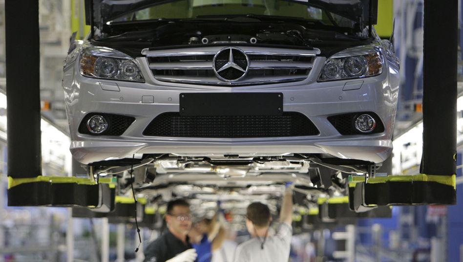 Mercedes-Benz-Mitarbeiter (in Sindelfingen): Daimler hat massiv Stellen abgebaut