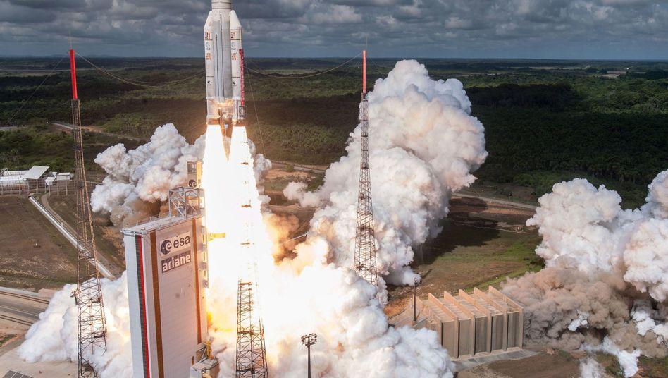 """Start einer """"Ariane 5""""-Rakete in Kourou, Französisch-Guyana (im November 2016)"""