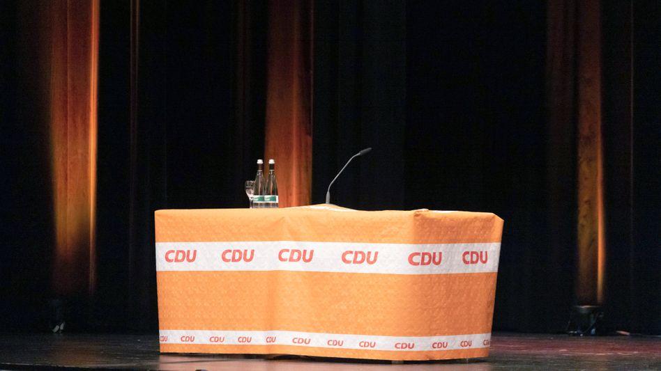 Rednerpult mit Logos der CDU (Archivbild)