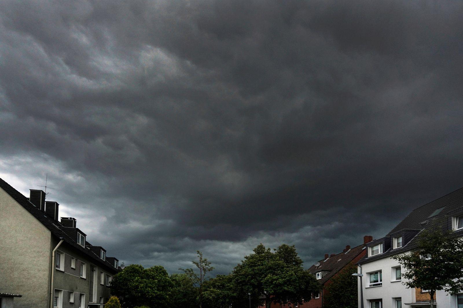 Hˆchte Warnstufe vor Extremunwetter Am Sonntag, den 4. Juli 2021 zwischen 15 und 16 Uhr kam es in Essen zur hˆchsten War