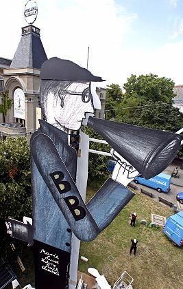Bertold-Brecht-Denkmal in Berlin: Viele Fragen offen