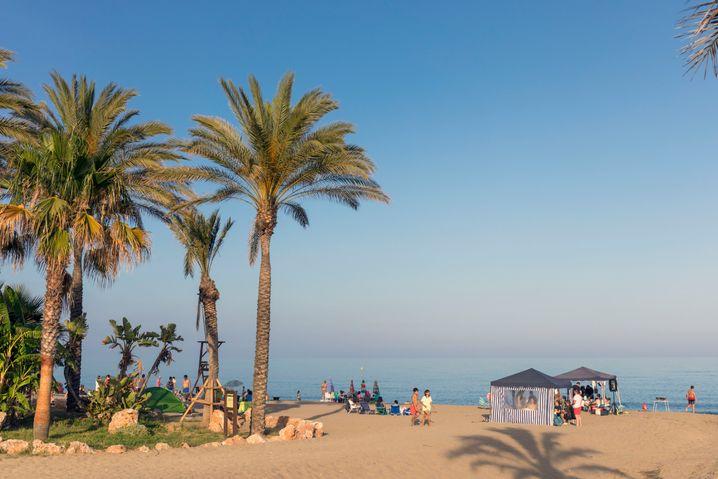 Strand im andalusischen Ferienort Mijas