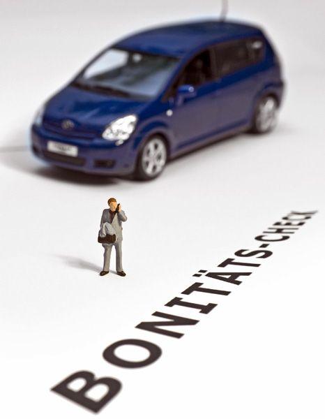 Gläserner Kunde: Autoversicherer prüfen die Zahlungsfähigkeit