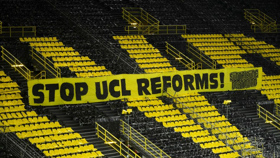 Banner vor dem Champions-League-Spiel des BVB gegen Sevilla