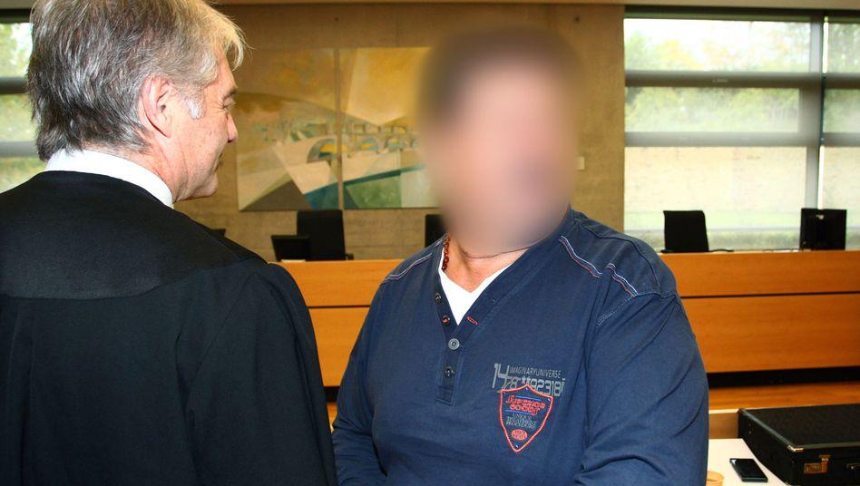 Lkw-Fahrer K. (r.), Anwalt Krichel in Würzburg: Zehneinhalb Jahre Haft
