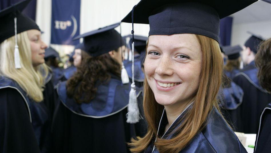 Bachelor-Absolventin (in Bremen): Frauen mögen eher Ikea und Lufthansa