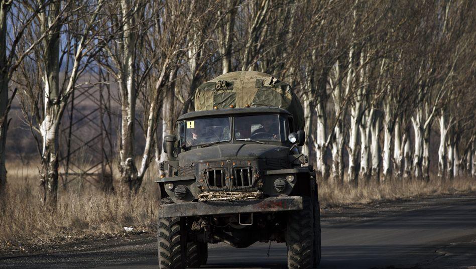 Prorussische Separatisten ziehen Raketenwerfer aus Donezk ab: Neue Gefechte überschatten Abzug schwerer Geschütze