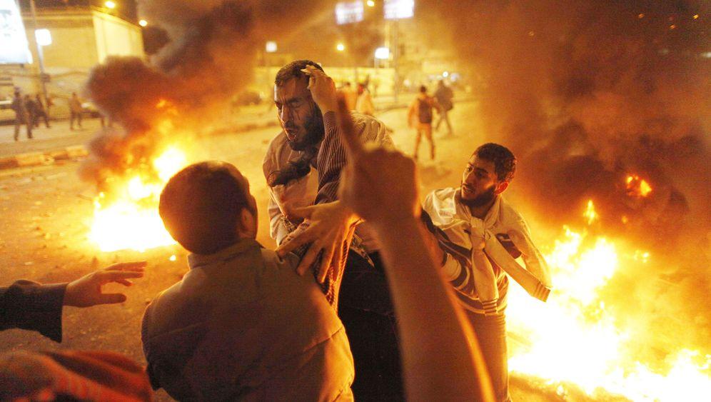 Straßenschlachten in Kairo: Mit Stöcken und Steinen