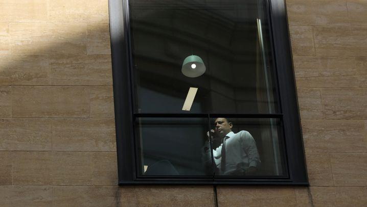 Kündigungswelle: Deutschbanker mit Pappkartons