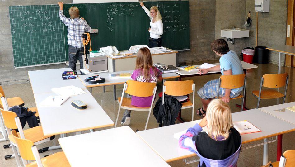 Schulklasse beim Französischunterricht: Bildung funktioniert besser als Bildungschips