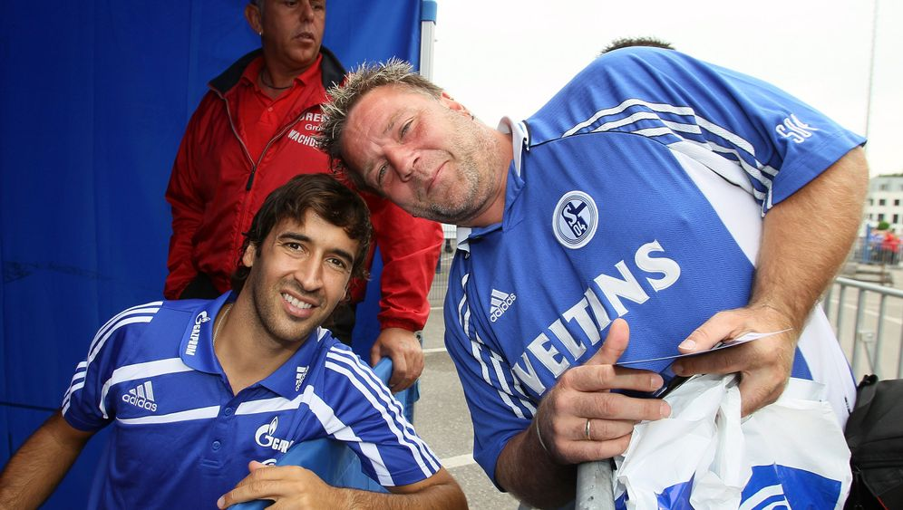 Fan-Liebling auf Schalke: Raúl ganz königlich