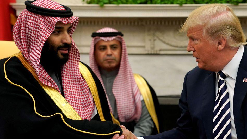 Trump mit dem saudischen Kronprinzen Salman (Archivaufnahme)