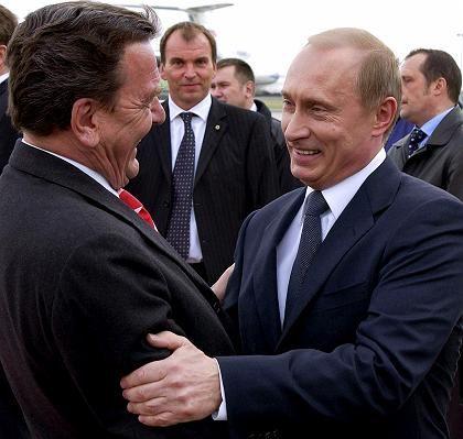 Schröder (l.) und Putin: Vereinbarungen und Verträge