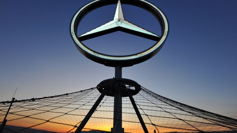 Der Mercedes-Stern auf dem Bahnhofsturm von Stuttgart