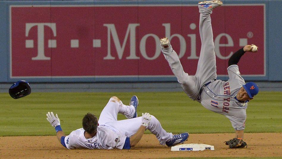 Dodgers-Spieler Utley (links): spätes Tackling