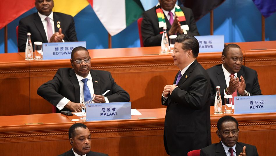 Chinas Präsident Xi Jinping und afrikanische Staatschefs in Peking am 3. September