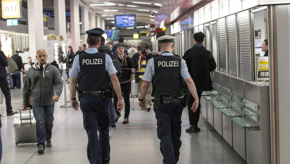 Polizisten auf Streife (in Berlin)
