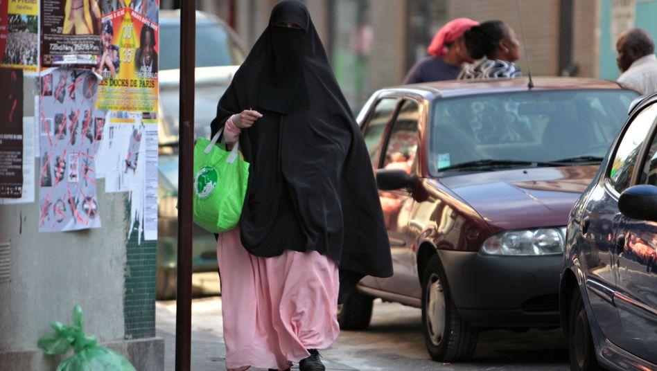 """Verschleierte Muslimin in Paris: """"Kein Zeichen von Extremismus"""""""