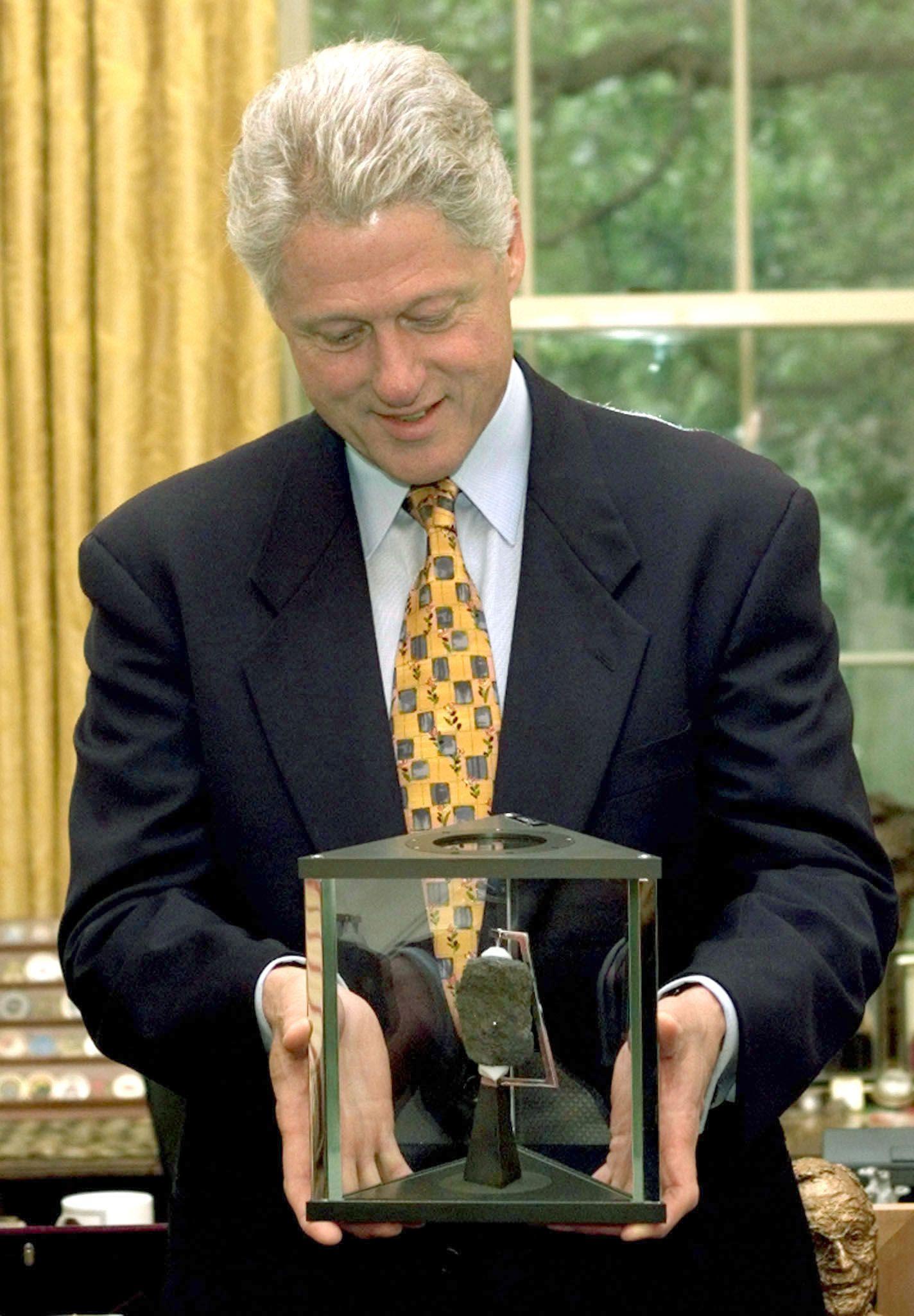 Verlorenes Mondgestein/ Bill Clinton