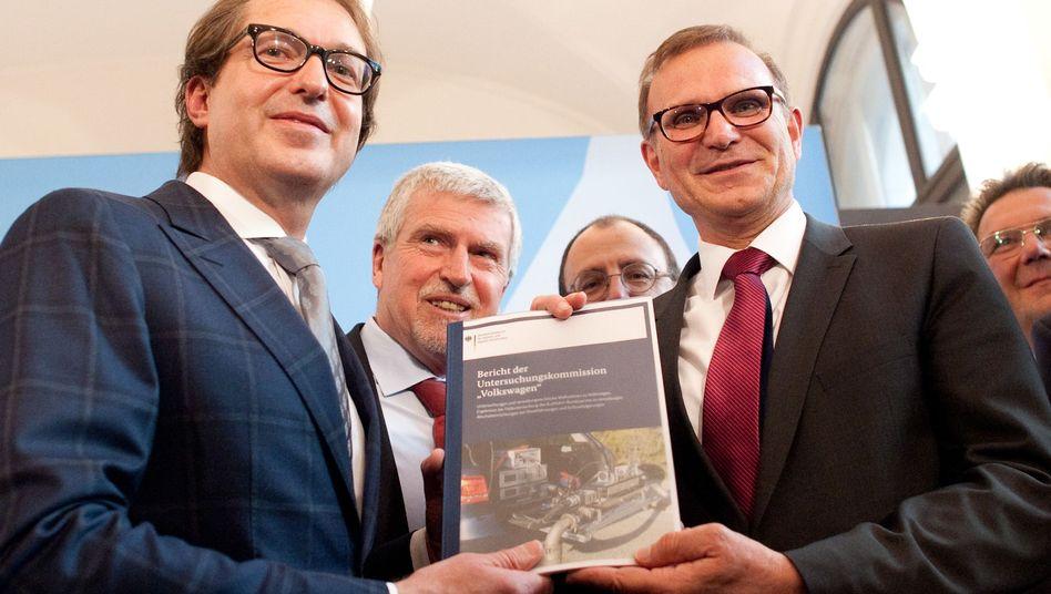 Verkehrsminister Dobrindt (links) und Staatssekretär Odenwald