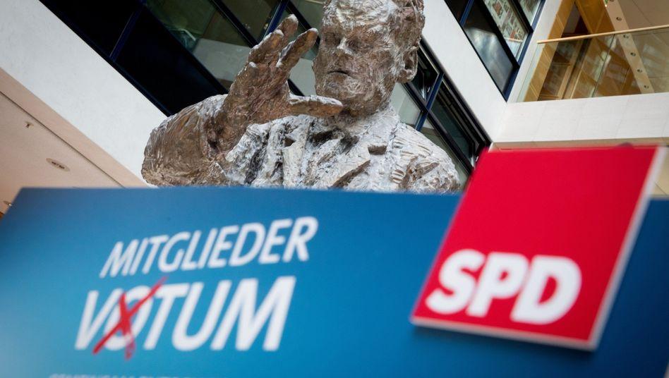Statue im Willy-Brandt-Haus, Berlin